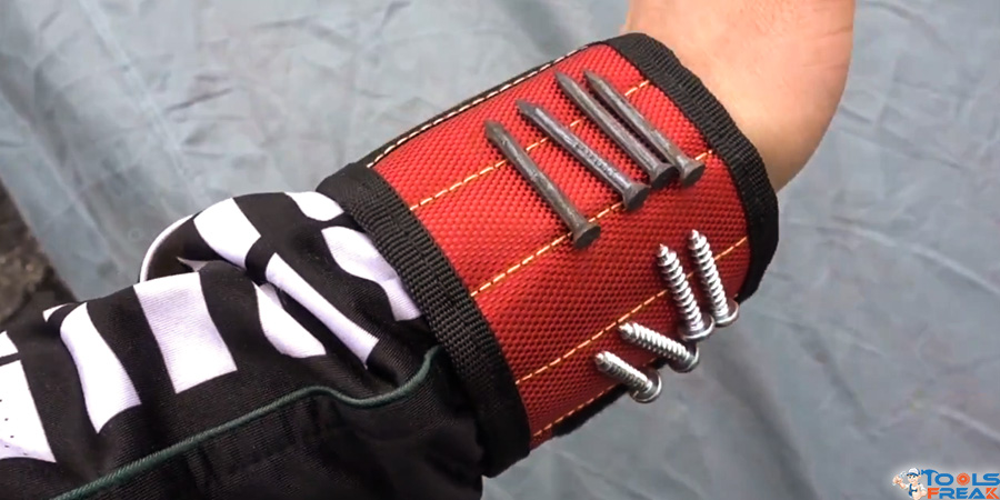 Magnetic Wristband in hand