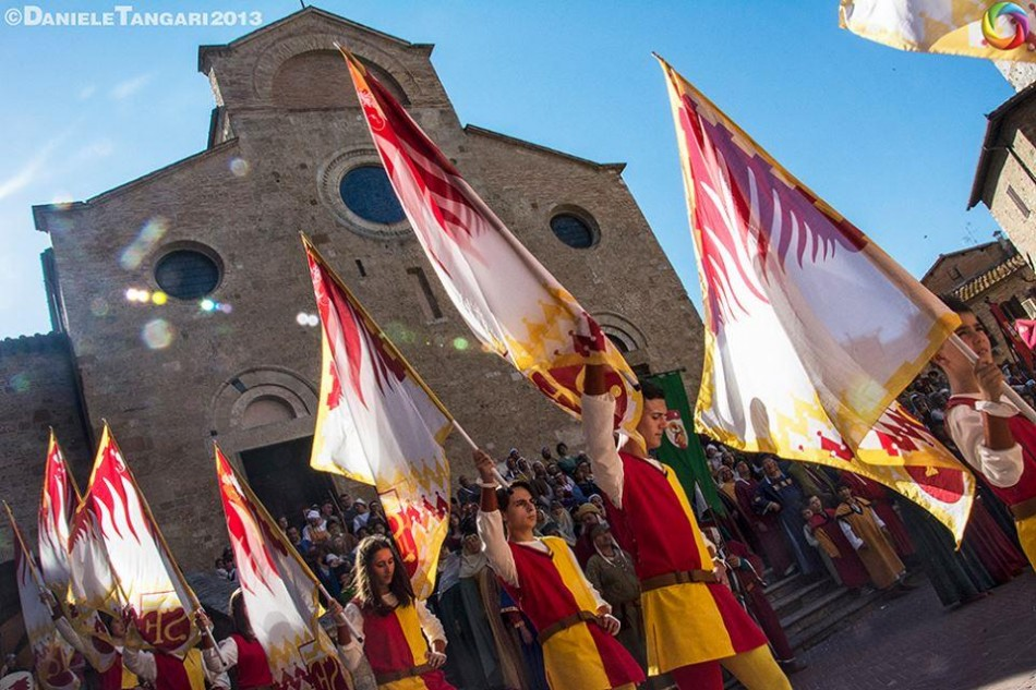 Flagthrowers in San Gimignano