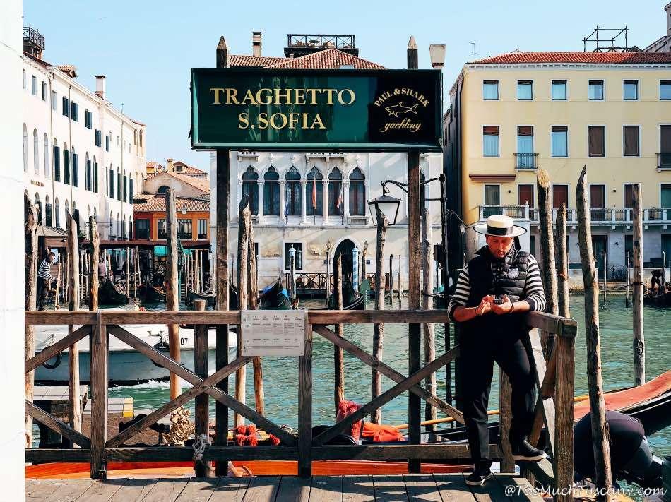 Gondola service at Rialto market