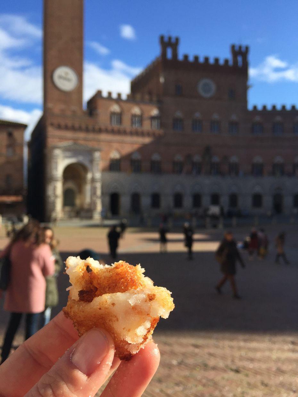 Frittelle Savelli PIazza del Campo