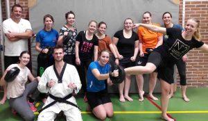 Toon je kracht geeft een taekwondo workshop als teamuitje voor een waterpolo team
