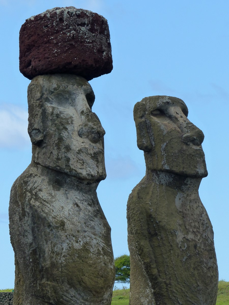 Two moai, one with top-knot
