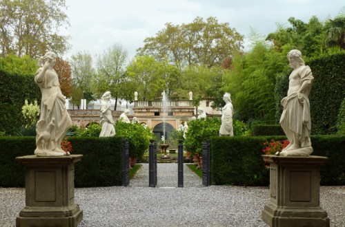 Italianate garden with statues and a fountain