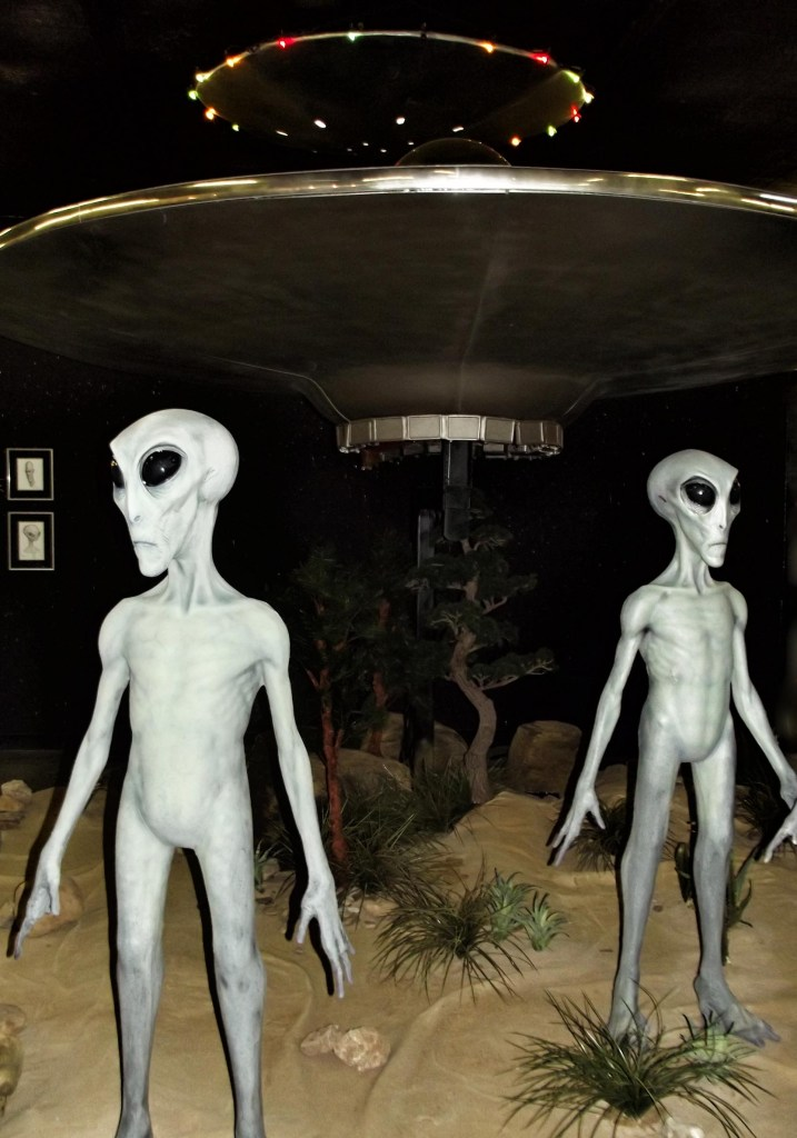 Models of two aliens and flying saucer