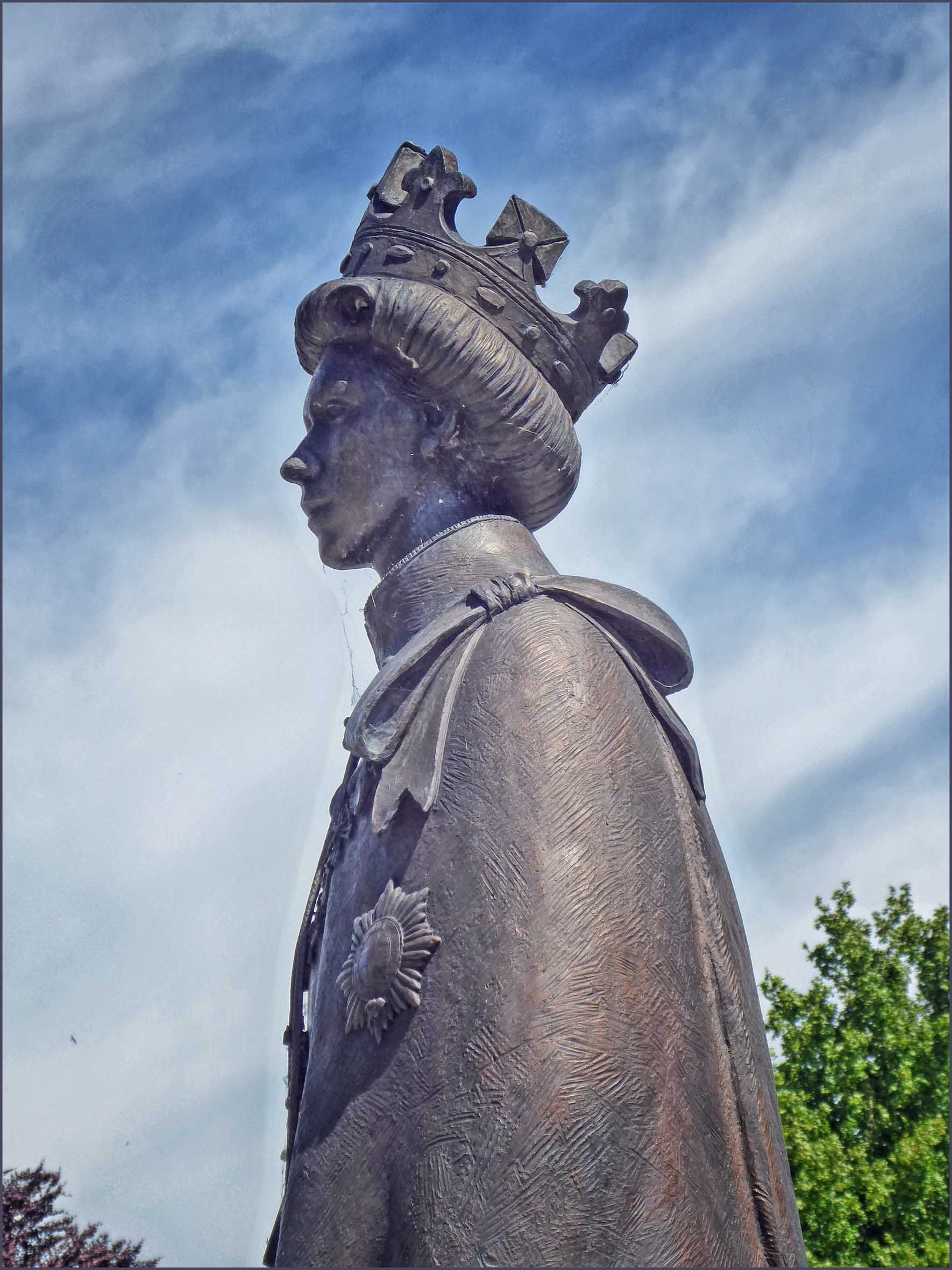 Stone statue of lady wearing crown