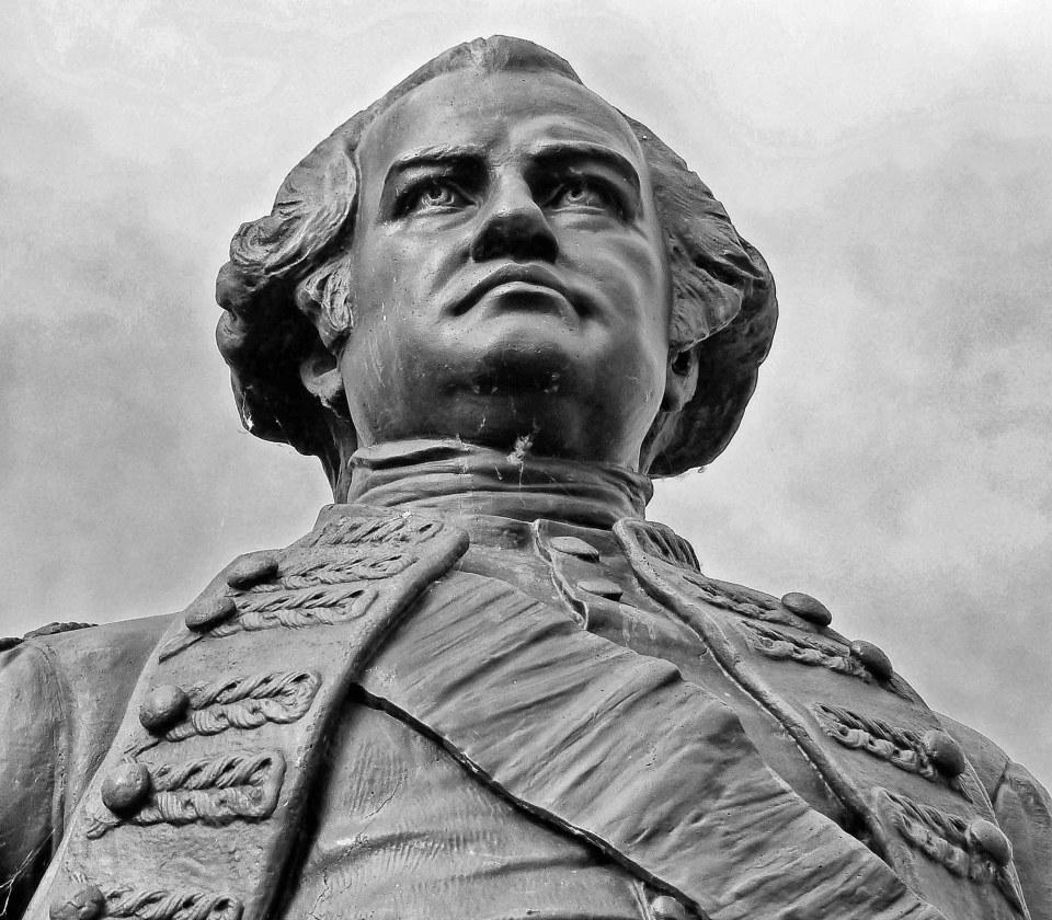 Black and white photo of a bronze statue