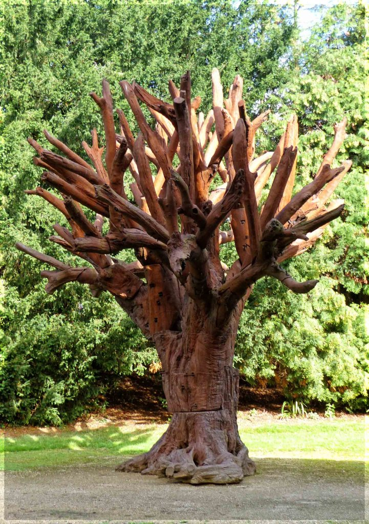 Tree sculpted in iron