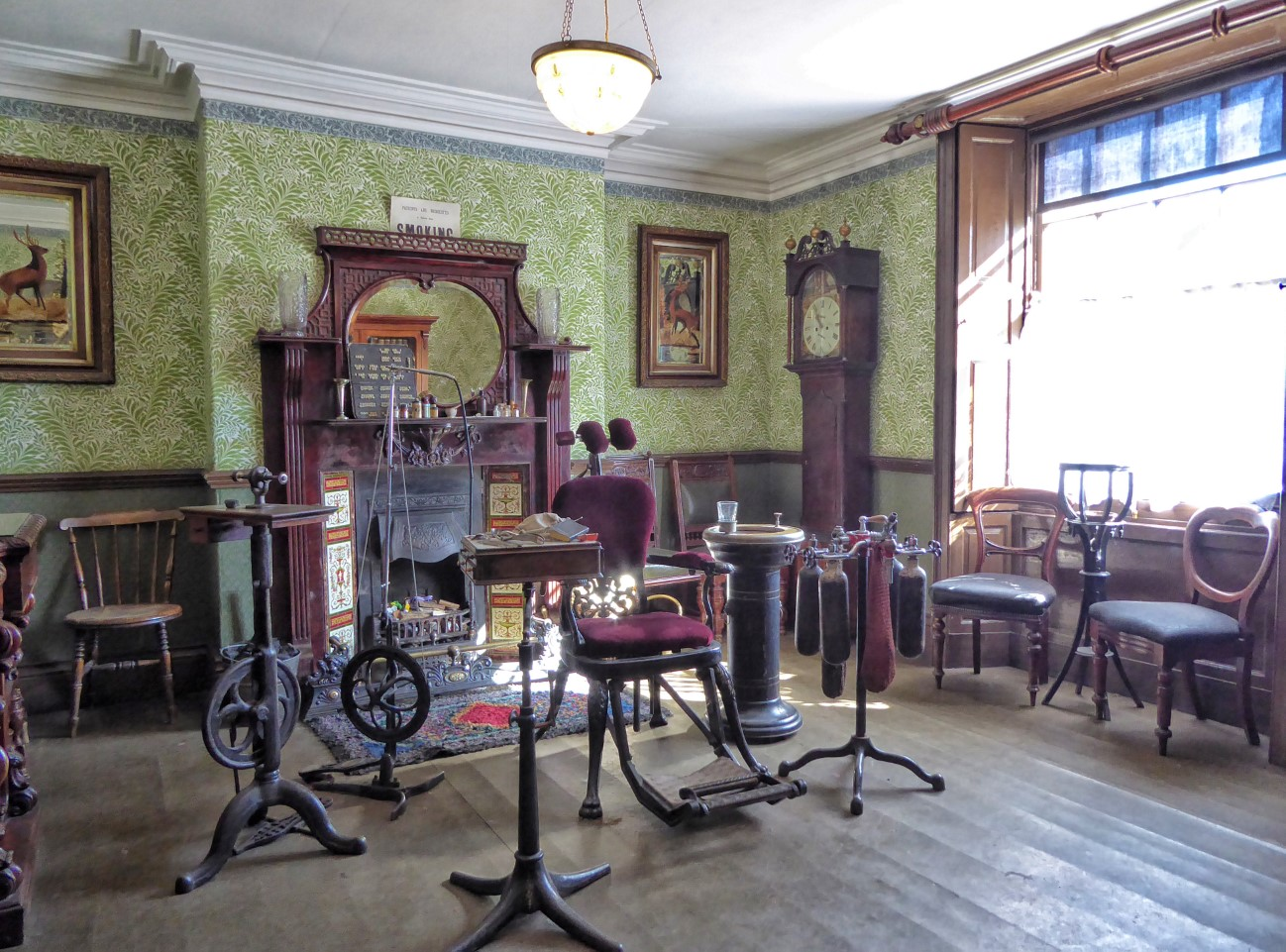 Old-fashioned room with dentist's chair and equipment