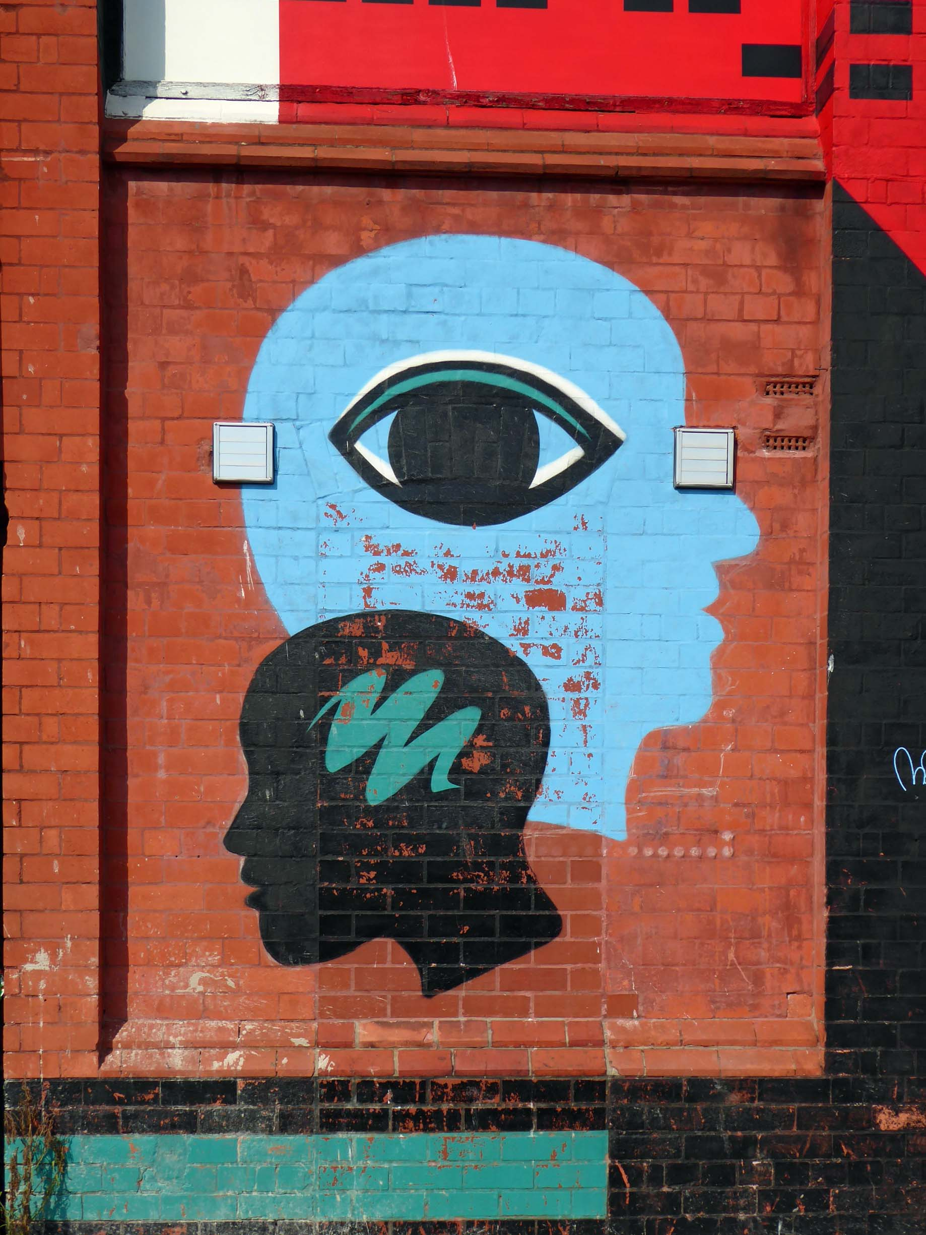 Mural of two heads looking in opposite directions