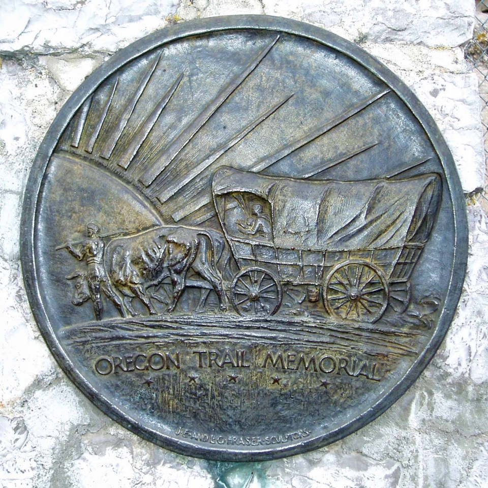 Round plaque with engraving of covered wagon