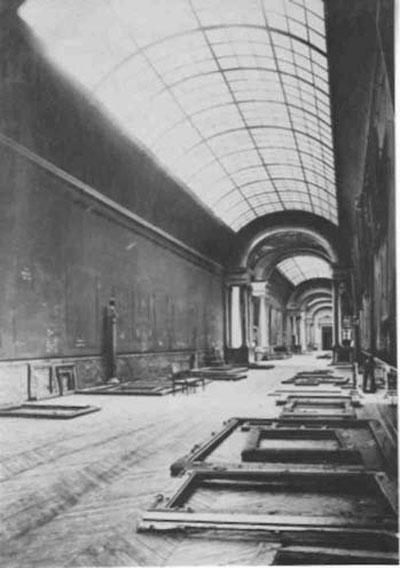 louvre-3-the-grande-galerie-louvre-empty-world-war-2.jpg
