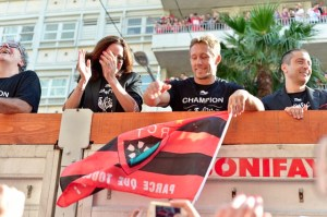 Merci pour les memoires! Johnny Wilkinson is brought through the streets of Toulon on Sunday, 1st of June 2014 to a reception from 50,000 RCT fans. Image by © Karim Kouki/Demotix/Corbis