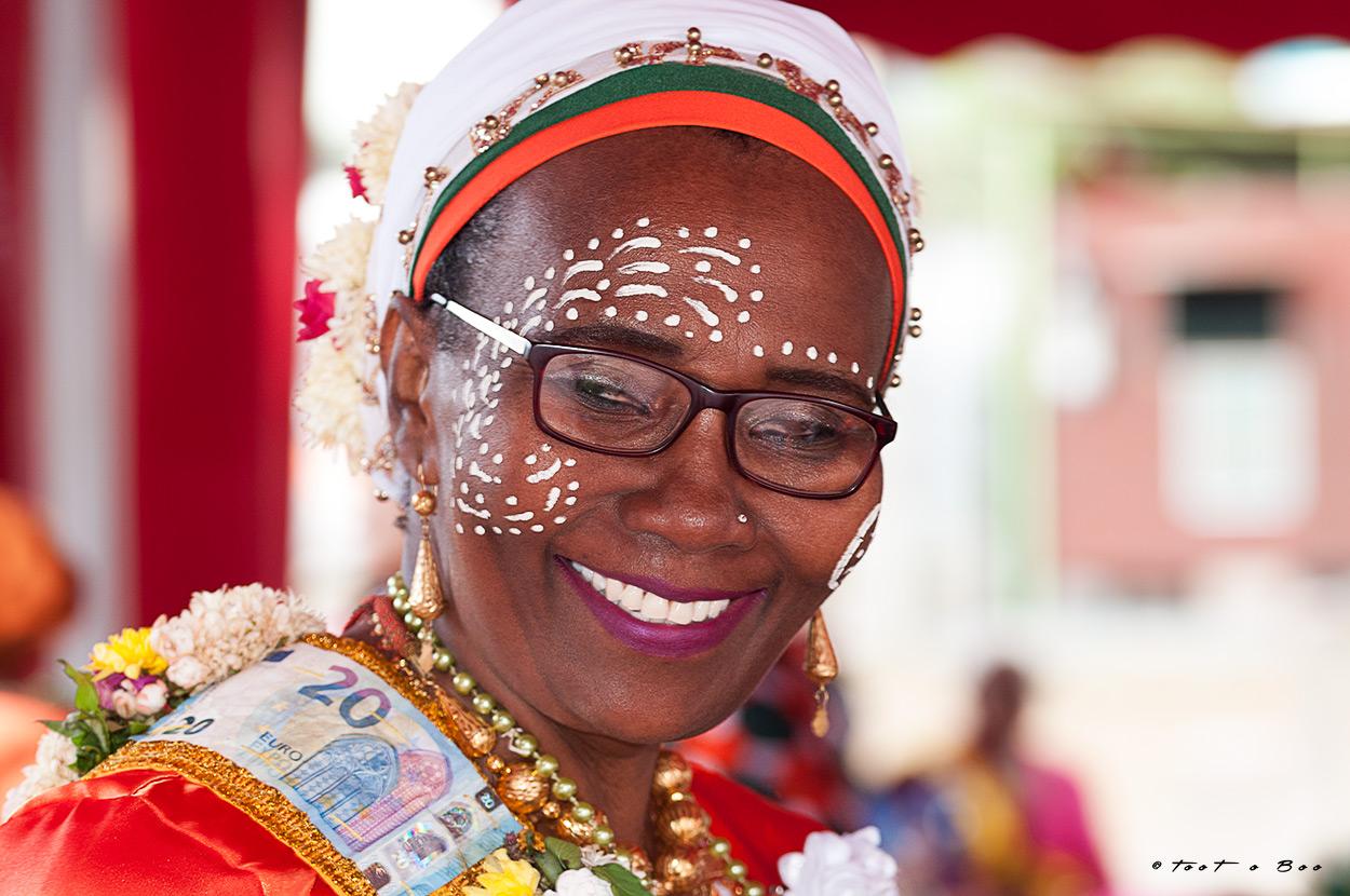 Mahoraise dansant pendant le Shido-Mayotte
