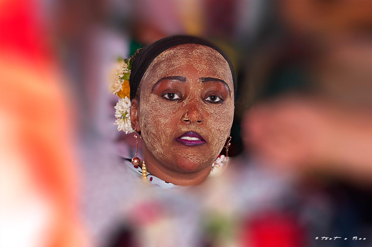 Femme Mahoraise pendant la fête du Shido-Mayotte
