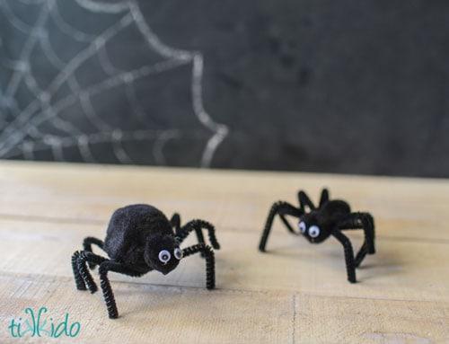 Pom Pom Spider Crafts by Tikkado