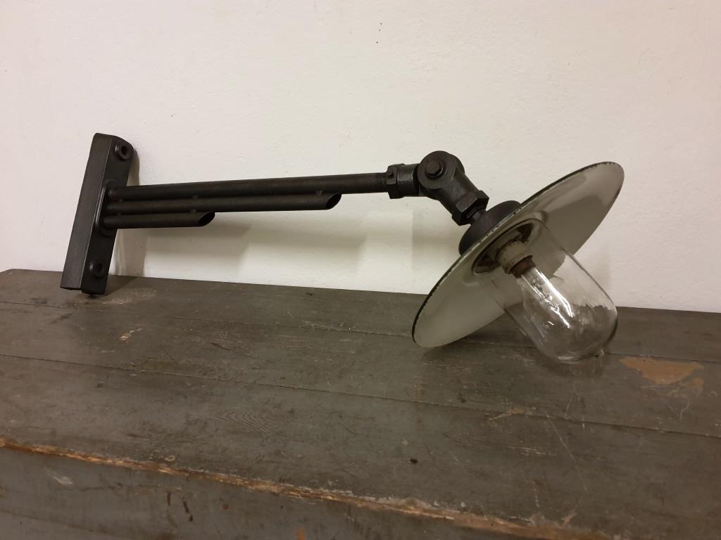 lampe industrielle atelier tole