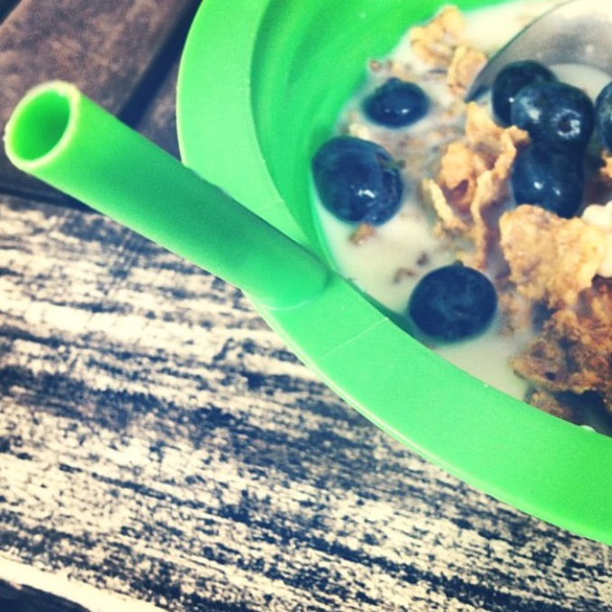 Built-in Straw Cereal Bowl