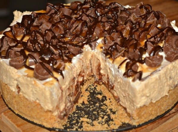 Hot Fudge Rolo Cheesecake