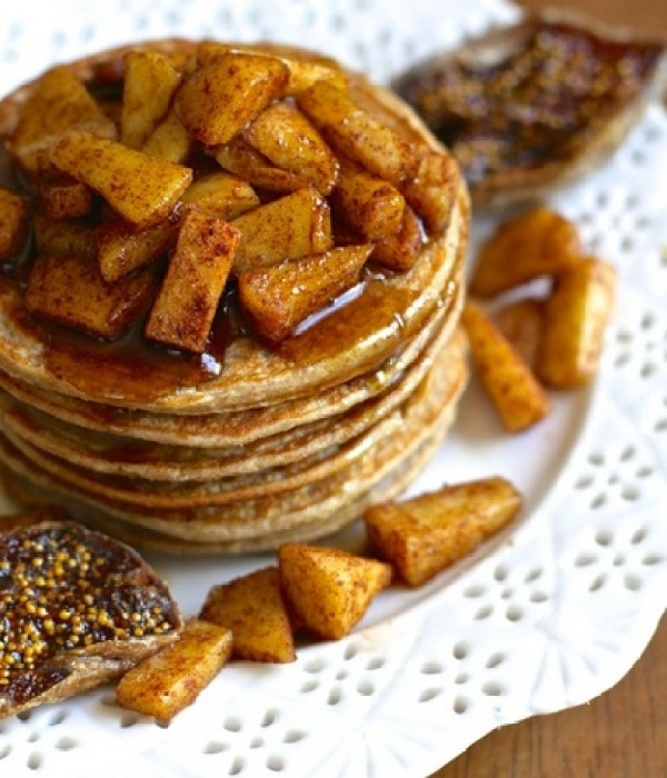 Apple & Greek Yogurt Oat Pancakes