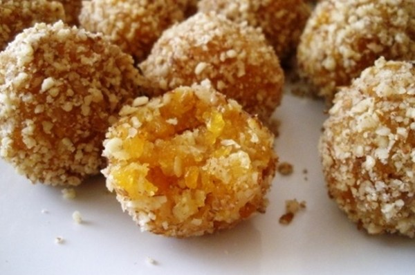 Nutty Apricot Balls