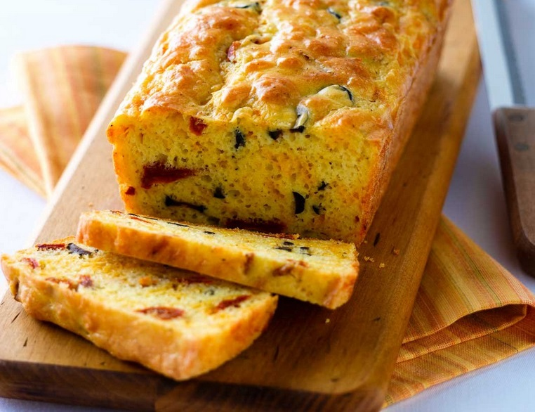 Sun-Dried Tomato, Olive and Cheese Bread