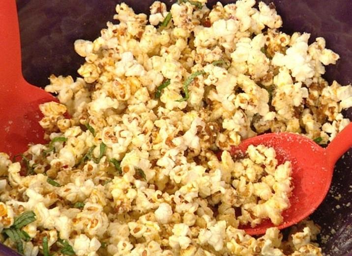 Homemade Buffalo Popcorn