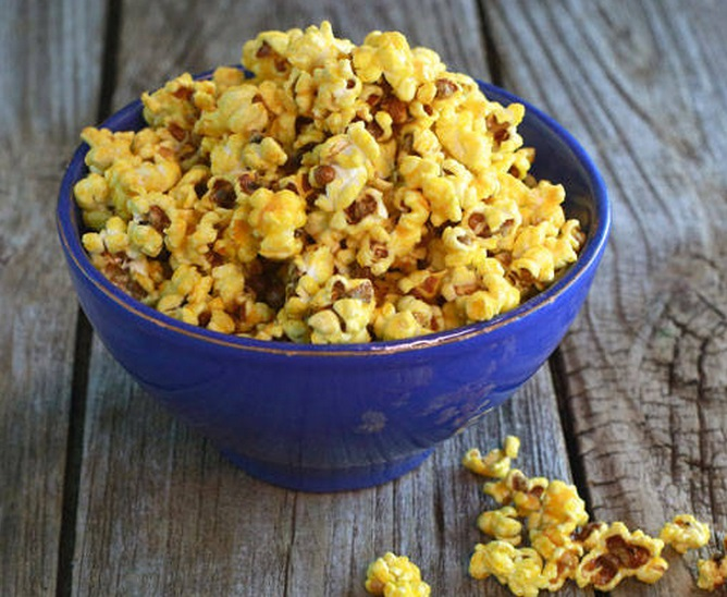 Homemade Mac 'n' Cheese Popcorn