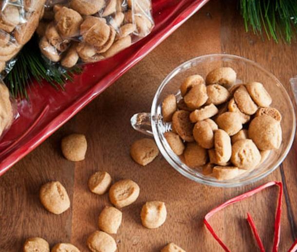 Crunchy Gingerbread Pfeffernuess Christmas cookies