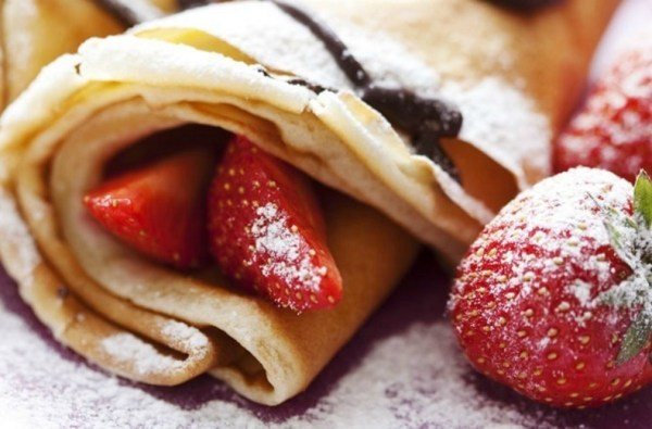 Crepes with Strawberries & Chocolate Sauce