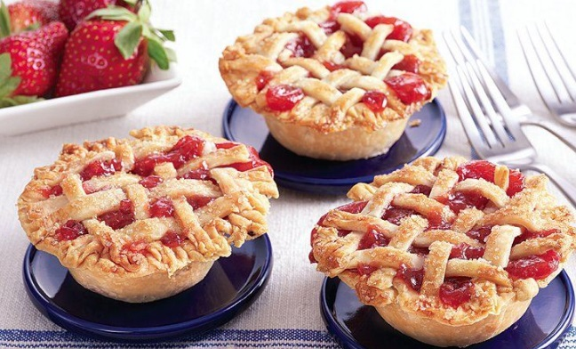Mini Strawberry & Rhubarb Pies