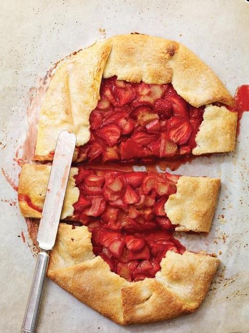 Rustic Strawberry & Rhubarb Pie