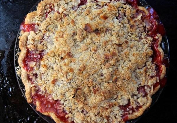Strawberry & Rhubarb Crumble Pie