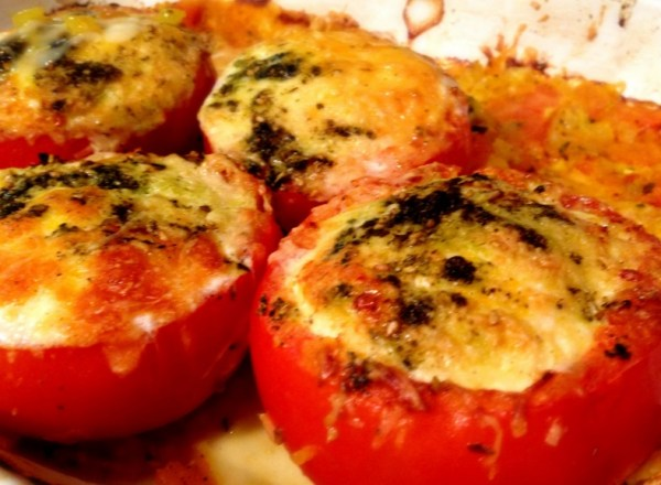 Cheese-Baked Egg-Stuffed Tomatoes