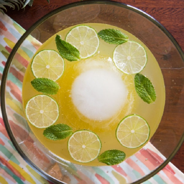 Sparkling Pineapple-Rum Punch