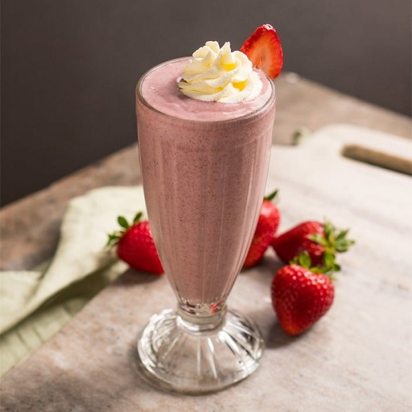 Sugar-Free, Paleo & Keto Strawberry Milkshake