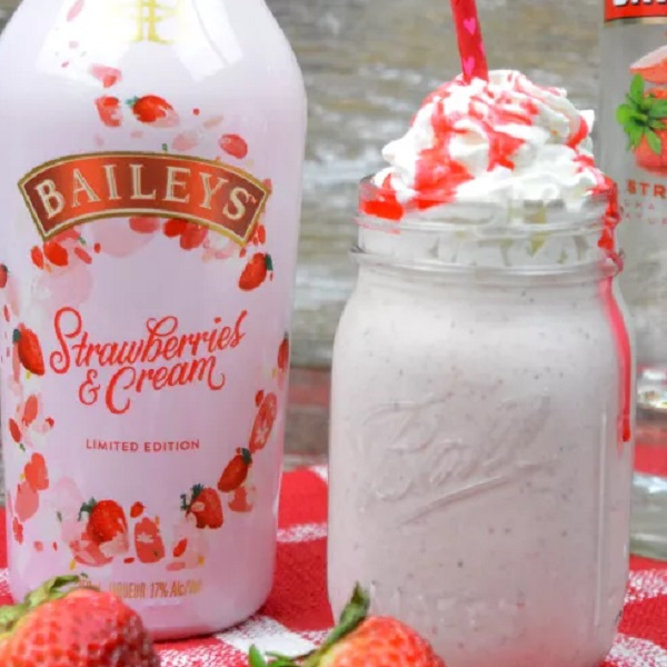 Baileys Strawberries and Cream Milkshake