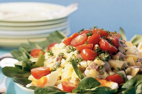 Traditional Dutch Huzarensalade (Egg & Tomato Salad)