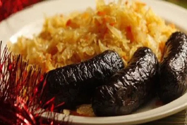Traditional Estonian Verivorst with Mulgikapsad (Blood Sausage)