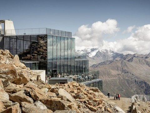 Ten of the Worlds Most Amazing Mountaintop Restaurants You Need to Visit
