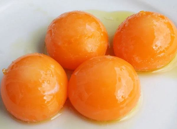 Egg Yolks (218 mg – per 100 Grams)