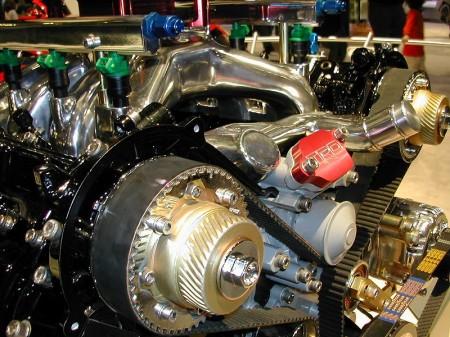 Colorized car engine - Droit d'auteur: Wikipédia – License CC0