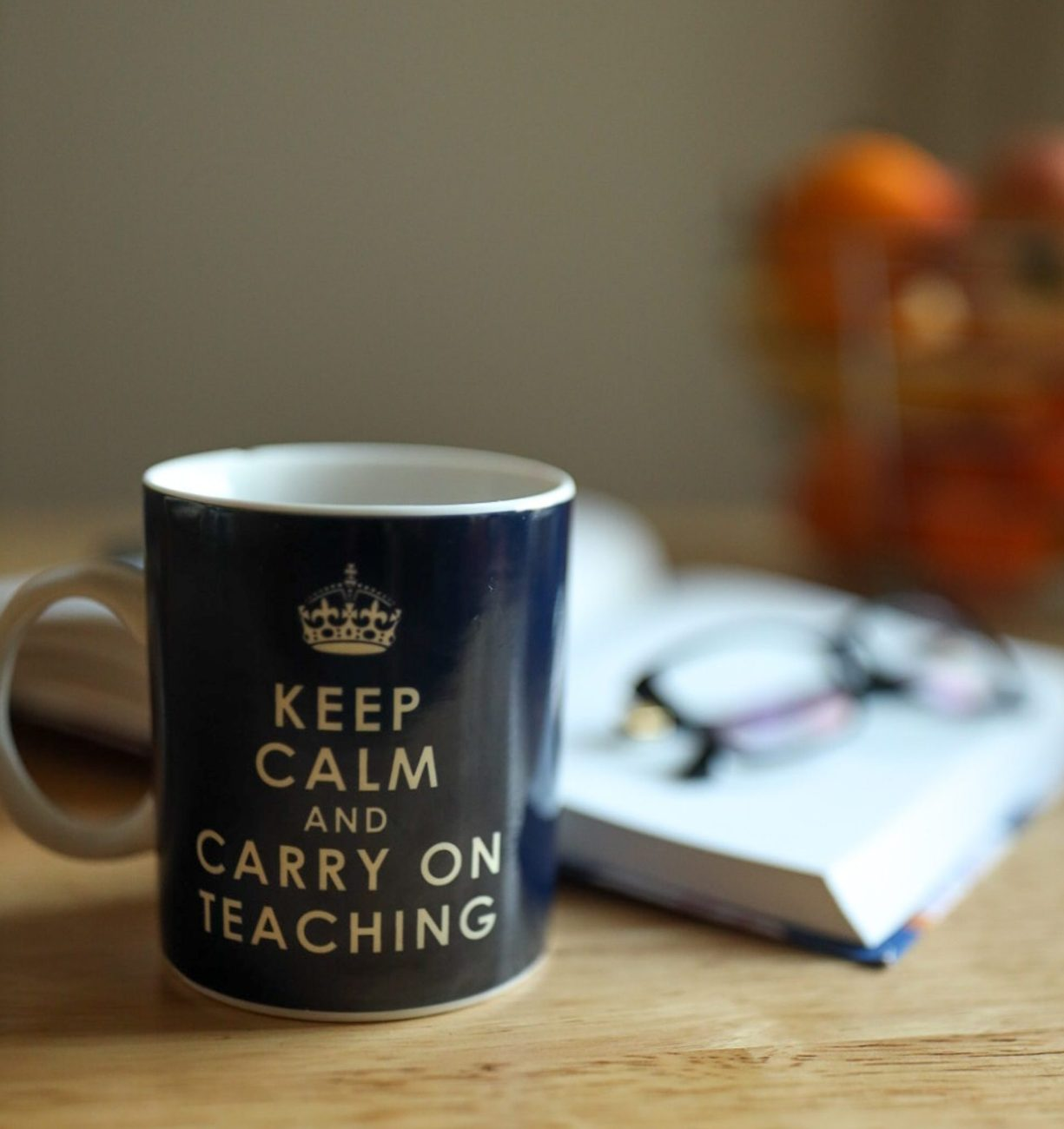 Foto mit Tasse Keep Calm and carry on Teaching
