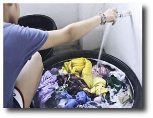 4. Lavar ropa con agua fria