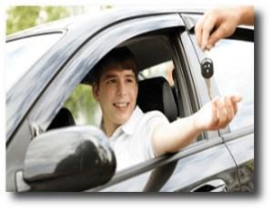9. Dejar que los adolescentes conduzcan
