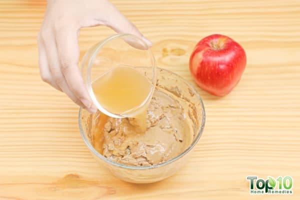 add apple cider vinegar to bentonite clay mask