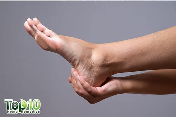 swollen feet due to pregnancy