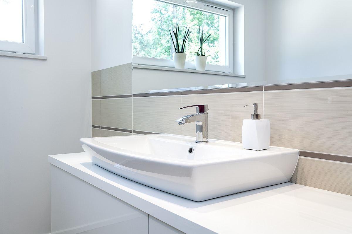 So Reinigen Sie Das Badezimmer Schnell Und Einfach Ratgeber Jemako Shop Topclean24 De
