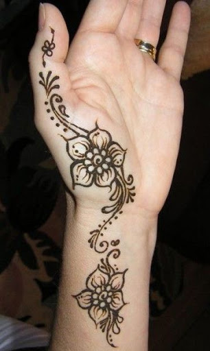 Simple Mehendi Pattern With a Difference