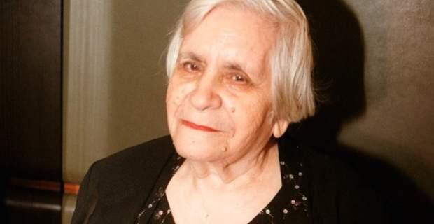 Η Βούλα Δαμιανάκου, συγγραφέας, ποιήτρια, μεταφράστρια.