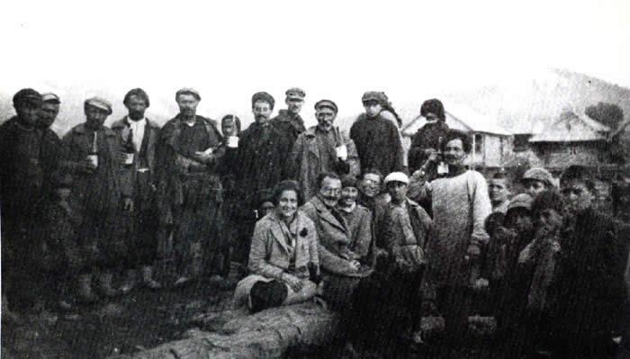 Με την Ελένη και τον Π.Ιστράτι σ' ένα ελληνικό χωριό του Καυκάσου